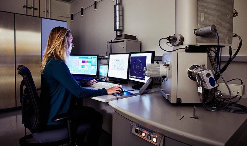 Microscope instrument control